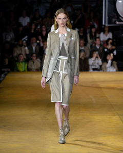 Burberry Spring_Summer 2020 Collection - Look 1