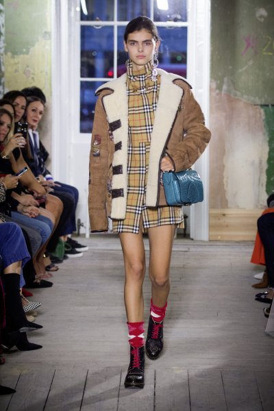 Burberry September 2017 Collection - Look 44