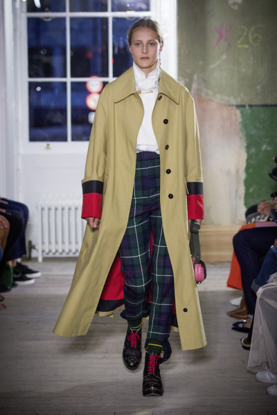 Burberry September 2017 Collection - Look 56