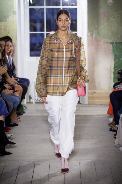 Burberry September 2017 Collection - Look 68