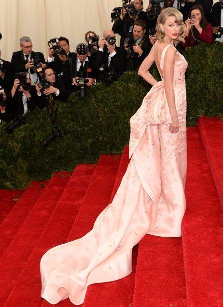 Taylor Swift in Oscar de la Renta 2014