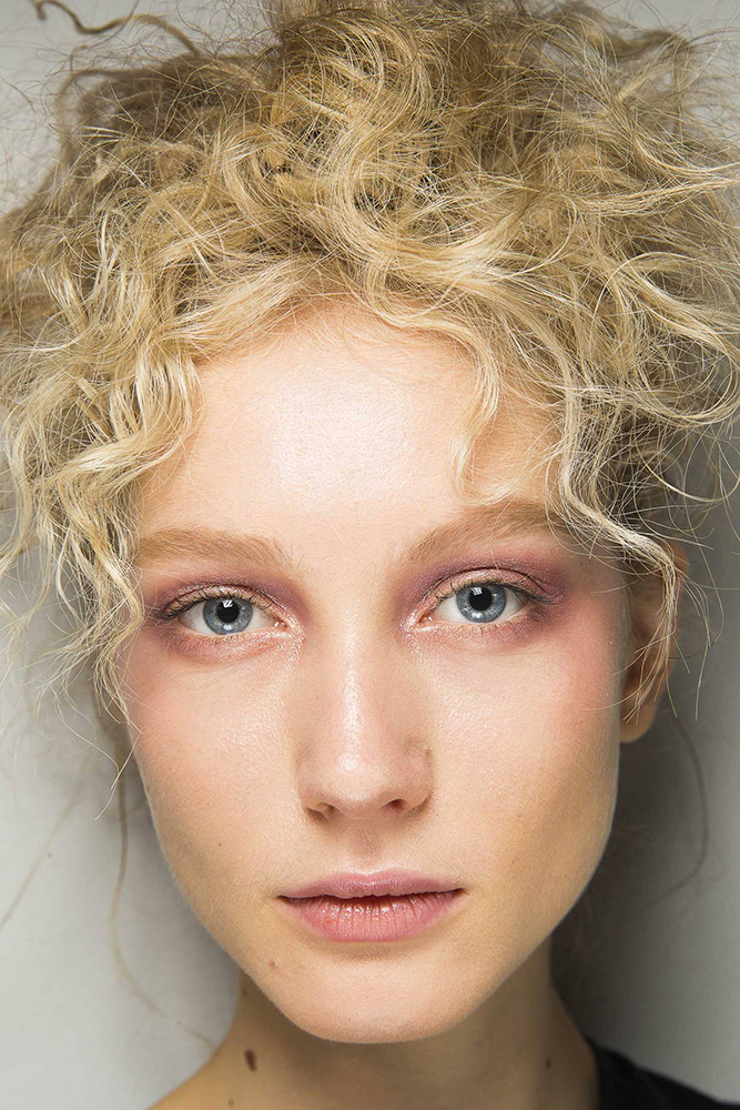 christmas new year party hair ideas ss19 curls giorgio armani