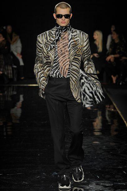 Versace_Runway_Runway_00014-pre-fall-2019-new-york