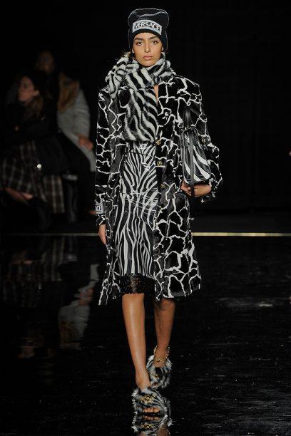 Versace_Runway_Runway_00020-pre-fall-2019-new-york-nora-attal