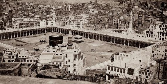 Muhammad Sadiq Bey (1822 – 1902). View of the Holy Shrine and the City of Mecca, Saudi Arabia, 1881. Photographic print. Paris, Bibliothèque nationale de France, Rare Books Reserve. CREDIT: Bibliothèque nationale de France, Paris