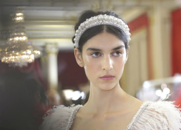 Here's how to recreate the art deco hairstyle from Ralph & Russo's couture show