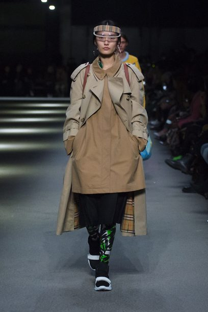 Burberry February Collection 2018 - Look 37_001