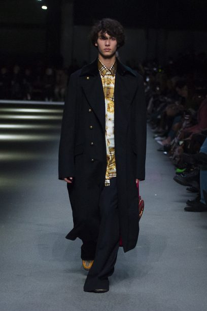 Burberry February Collection 2018 - Look 45_002