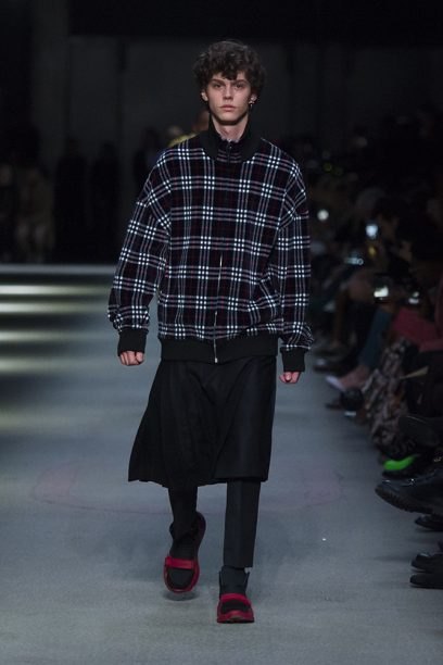 Burberry February Collection 2018 - Look 49_002